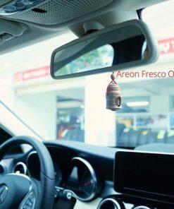 Ảnh chụp tinh dầu treo xe Areon Fresco trên xe Mercedes C200