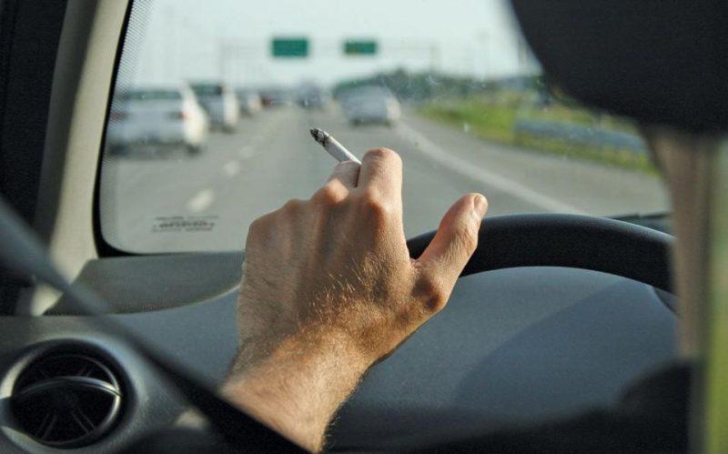 Khử sạch mùi thuốc lá bằng nước hoa cao cấp dành cho ô tô