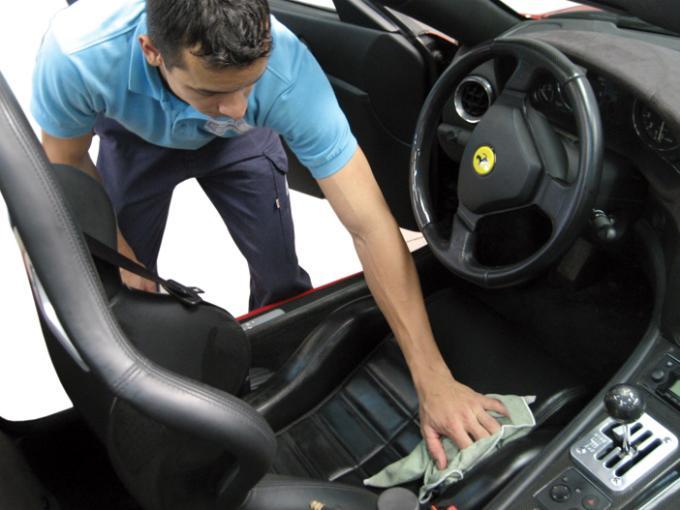 Cách làm sạch và khử mùi hôi trên xe ô tô thần tốc