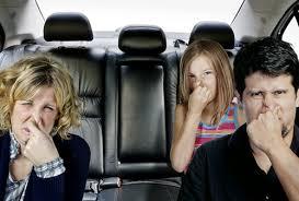 4 bước cơ bản khử ngay mùi hôi trên xe ô tô khi bị đổ sữa