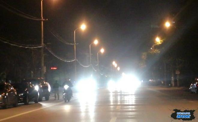 bật đèn pha ô tô